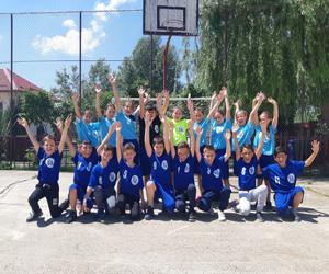 74 de echipe de handbal din scolile Romaniei,  echipate complet in campania