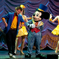 A inceput Mickey's Magic Show!
