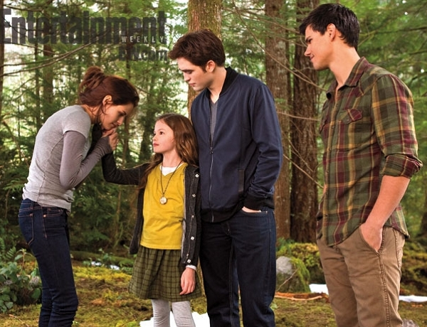 Bella, Renesmee, Edward si Jacob