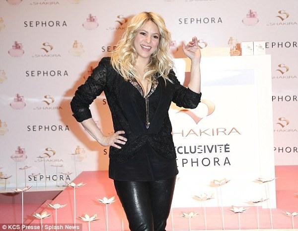 Shakira la lansarea parfumului S