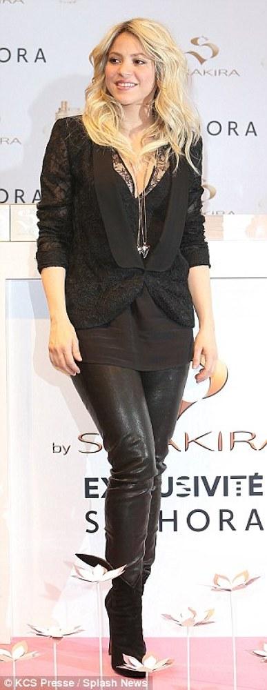 Shakira lanseaza parfumul S