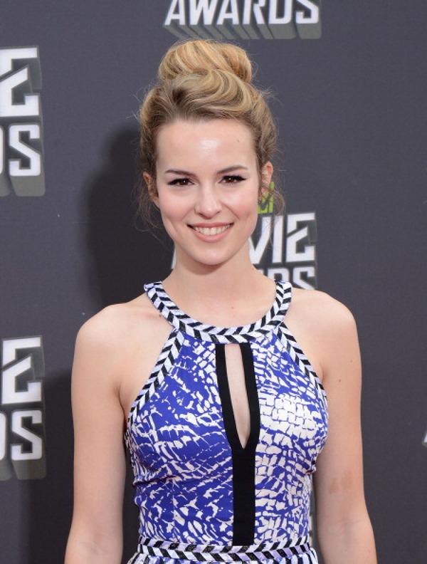 Bridgit Mendler Pe Covorul Rosu La Mtv Movie Awards 2013