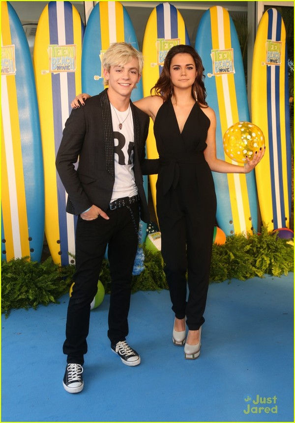 "Maia Mitchell si Ross Lynch la premiera ""Teen Beach Movie"""