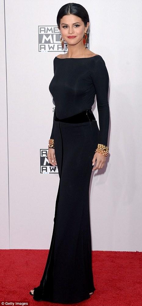 Selena Gomez pe covorul rosu la AMAs 2014