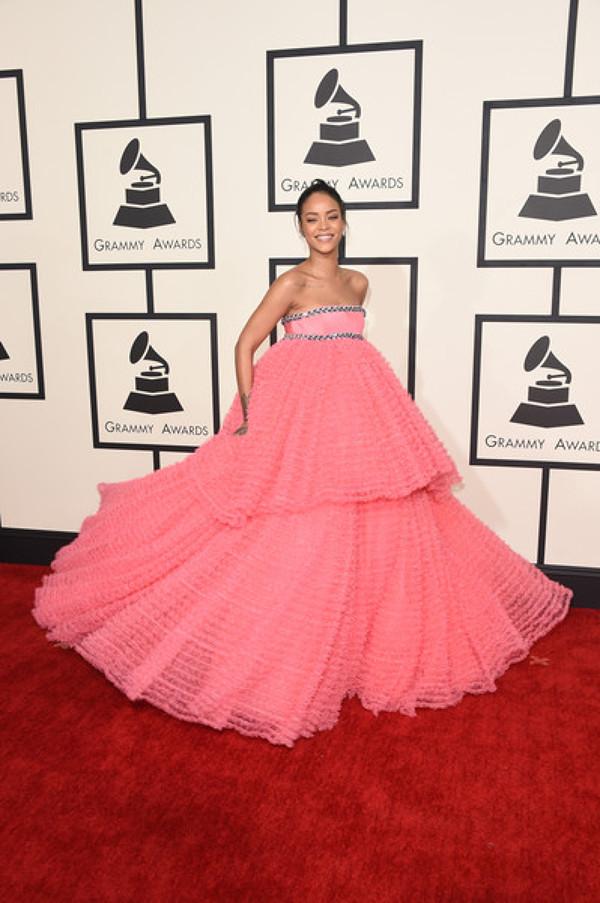Rihanna la premiile Grammy 2015