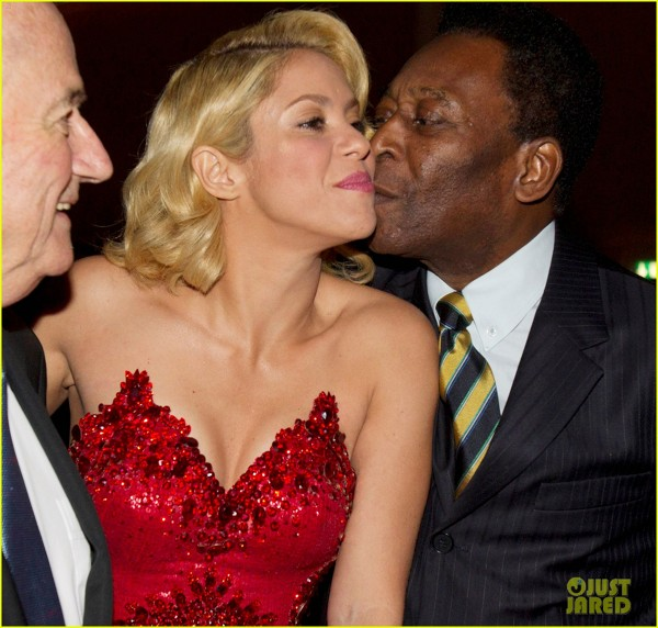Shakira primeste un pupic de la Pele