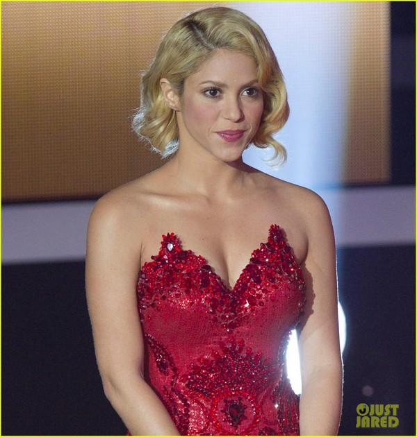 Shakira, stralucitoare la decernarea Balonului de Aur