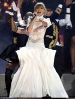 Taylor Swift pe scena Premiilor Brit 2013