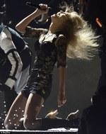 Taylor Swift a electrizat asistenta la Brit Awards 2013