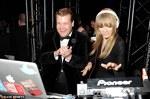Taylor Swift a facut pe Dj-ul la petrecerea Brit Awards 2013