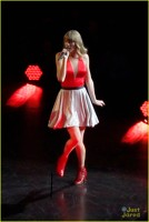 Taylor Swift a inceput turneul Omaha Red
