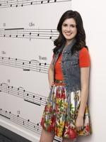 Laura Marano iubeste muzica