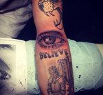 Justin Bieber are un nou tatuaj