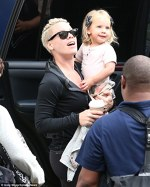 Pink si fiica ei au ajuns in Australia