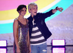 Maia Mitchell si Ross Lynch pe scena Teen Choice Awards 2013