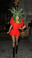 Lady Gaga s-a imbracat ca pom de Craciun