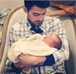 Joe Jonas si nepotica lui