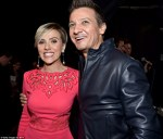 Scarlett Johansson si Jeremy Renner la Mtv Movie Awards 2015