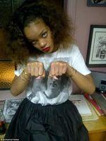 Rihanna si-a facut un nou tatuaj