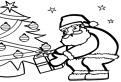 Mos Craciun aseaza cadoul