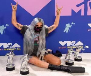 Lady Gaga a castigat iar o multime de premii