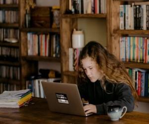 Idei de cursuri si activitati de vara pentru elevii care vor sa-si dezvolte abilitatile (cursuri online care necesita laptop bun)