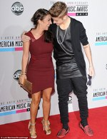 Justin Bieber si mama sa la AMAs