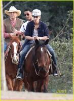 Justin Bieber pe un cal