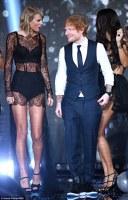 Taylor Swift si Ed Sheeran la spectacolul Victoria's Secret