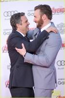 Chris Evans si Mark Ruffalo