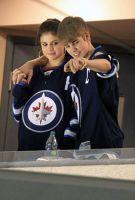 Justin Bieber a dus-o pe Selena Gomez la un meci de hockey